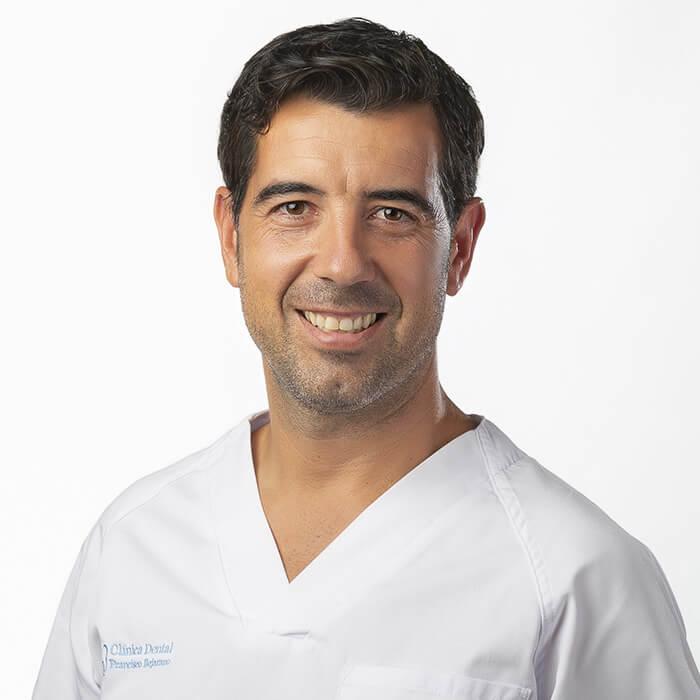 Francisco Bejarano. Dentista e Implantes Dentales